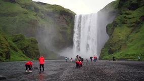 Καταρράκτης Skogafoss το καλοκαίρι της Ισλανδίας απόθεμα βίντεο