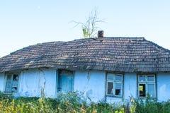 Καταρρέοντας παλαιό σπίτι Στοκ φωτογραφίες με δικαίωμα ελεύθερης χρήσης