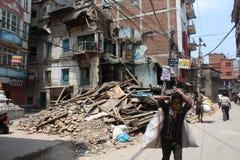 Καταρρεσμένα κτήρια μετά από το σεισμό του Νεπάλ 2015 Στοκ Φωτογραφία