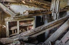 καταρρεσμένη κουζίνα σε ένα σπίτι στοκ εικόνα με δικαίωμα ελεύθερης χρήσης