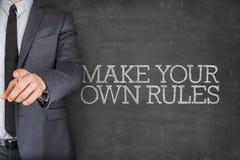 Καταρτίστε τους κανόνες σας για τον πίνακα με τον επιχειρηματία Στοκ Εικόνες