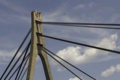 Κατασκευές καλωδίων χάλυβα Κατασκευές γεφυρών της Μόσχας πέρα από το blu Στοκ φωτογραφία με δικαίωμα ελεύθερης χρήσης