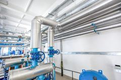 Κατασκευή ανοξείδωτου σωληνώσεων - στο εργοστάσιο Στοκ εικόνα με δικαίωμα ελεύθερης χρήσης