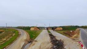 Κατασκευή γεφυρών πέρα από την εθνική οδό Εναέρια άποψη της οδικής επισκευής εθνικών οδών απόθεμα βίντεο