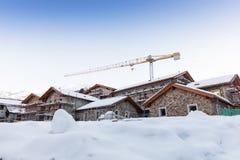 κατασκευή διαμερισμάτων τουριστών στο χιονοδρομικό κέντρο Στοκ εικόνες με δικαίωμα ελεύθερης χρήσης