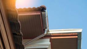 Κατασκευή και ήλιος σπιτιών στεγών και αποξηράνσεων στοκ εικόνες με δικαίωμα ελεύθερης χρήσης