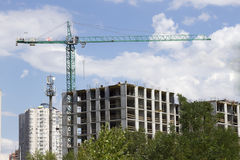 Κατασκευή, πολυόροφο κτίριο, γερανός πύργων οικοδόμησης κοντά επάνω Στοκ Εικόνες