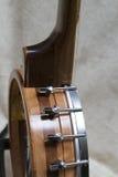 Κατασκευή πλαισίων φραγμών ξύλων καρυδιάς οξιών σε ένα ανοικτό πίσω μπάντζο Στοκ Φωτογραφίες