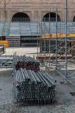Κατασκευή στοιχείων υλικών σκαλωσιάς και συσσωρευμένοι Πολωνοί για το στάδιο ST Στοκ Φωτογραφία
