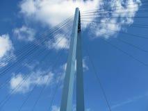 Κατασκευή της γέφυρας σιδήρου πέρα από τον ποταμό στα βαθιά δάση στο midle της Ευρώπης στοκ φωτογραφίες με δικαίωμα ελεύθερης χρήσης