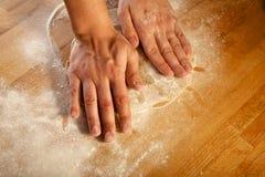 Κατασκευή της ζύμης ζύμης για το κέικ. Σειρά. Στοκ Φωτογραφίες