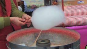 Κατασκευή της καραμέλας βαμβακιού απόθεμα βίντεο