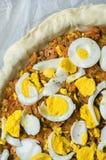 Κατασκευή της πίτας Empanada Gallega Στοκ Εικόνες
