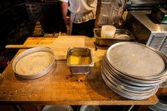 κατασκευή της πίτσας Στοκ Φωτογραφίες
