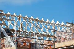 Κατασκευή της στέγης στην κατοικημένη ιδιοκτησία Στοκ Φωτογραφίες