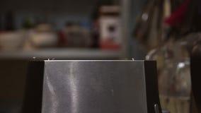 Κατασκευή της φρυγανιάς απόθεμα βίντεο
