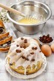 Κατασκευή του παραδοσιακού κέικ Πάσχας Στοκ Φωτογραφία