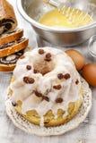 Κατασκευή του παραδοσιακού κέικ Πάσχας Στοκ φωτογραφίες με δικαίωμα ελεύθερης χρήσης