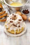 Κατασκευή του παραδοσιακού κέικ Πάσχας Στοκ Φωτογραφίες