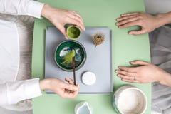 Κατασκευή του πράσινου τσαγιού matcha Στοκ φωτογραφία με δικαίωμα ελεύθερης χρήσης