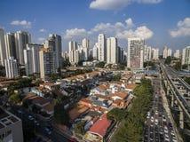 Κατασκευή του συστήματος μονοτρόχιων σιδηροδρόμων, avenida Jornalista Roberto Marinho, São Paulo στοκ εικόνα με δικαίωμα ελεύθερης χρήσης