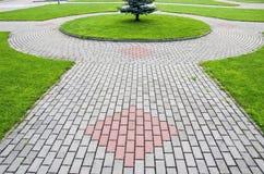 Κατασκευή τούβλων πεζοδρομίων στο τετράγωνο πόλεων Στοκ Εικόνες