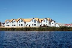 Κατασκευή των εξοχικών σπιτιών στη λίμνη Στοκ εικόνα με δικαίωμα ελεύθερης χρήσης