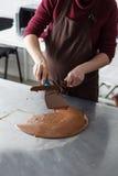 Κατασκευή των καραμελών σοκολάτας Στοκ φωτογραφίες με δικαίωμα ελεύθερης χρήσης