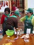 Κατασκευή των λουκάνικων του χωριού Matanza στο φεστιβάλ Στοκ εικόνα με δικαίωμα ελεύθερης χρήσης