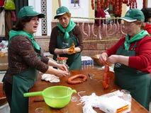 Κατασκευή των λουκάνικων του χωριού Matanza στο φεστιβάλ Στοκ Φωτογραφίες