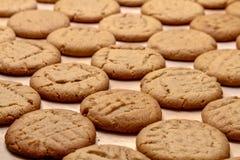 Κατασκευή των μπισκότων φυστικοβουτύρου Στοκ εικόνες με δικαίωμα ελεύθερης χρήσης