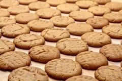 Κατασκευή των μπισκότων φυστικοβουτύρου Στοκ εικόνα με δικαίωμα ελεύθερης χρήσης