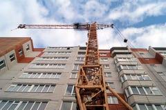 Κατασκευή των νέων σύγχρονων κατοικημένων συγκροτημάτων πολυ-διαμερισμάτων Στοκ Φωτογραφίες
