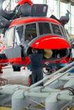 Κατασκευή των ρωσικών ελικοπτέρων στο εργοστάσιο αεροσκαφών Στοκ Φωτογραφίες