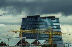 Κατασκευή των σπιτιών διαμερισμάτων στο ρωσικό κεφάλαιο - Μόσχα Στοκ Φωτογραφίες