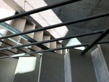 Κατασκευή των συγκεκριμένων σκαλοπατιών κάτω από τις οικοδομές Στοκ φωτογραφία με δικαίωμα ελεύθερης χρήσης