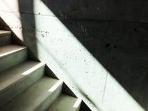 Κατασκευή των συγκεκριμένων σκαλοπατιών κάτω από τις οικοδομές Στοκ Φωτογραφία