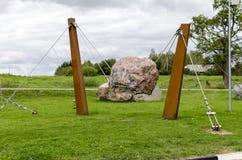 Κατασκευή των σχοινιών χάλυβα και της πέτρας στοκ εικόνα με δικαίωμα ελεύθερης χρήσης