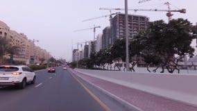 Κατασκευή των σύγχρονων ξενοδοχείων στο τεχνητό βίντεο μήκους σε πόδηα αποθεμάτων Jumeirah φοινικών αρχιπελαγών απόθεμα βίντεο