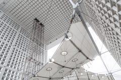 Κατασκευή χρωμίου των ανελκυστήρων του Grande Arche στο Λα Δ fense στο Παρίσι Στοκ φωτογραφία με δικαίωμα ελεύθερης χρήσης