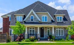 Κατασκευασθε'ν επί παραγγελία σπίτι πολυτέλειας στα προάστια του Τορόντου, Καναδάς στοκ εικόνες με δικαίωμα ελεύθερης χρήσης