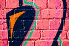 κατασκευασμένος τοίχος γκράφιτι τούβλου Στοκ Εικόνες