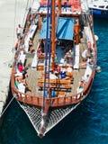 Κατασκευαστές διακοπών στη βάρκα κρουαζιέρας ημέρας Santorini, Ελλάδα στοκ φωτογραφία