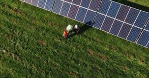Κατασκευαστές των μπαταριών ηλιακών κυττάρων απόθεμα βίντεο