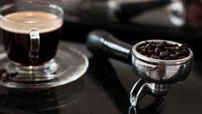 Κατασκευαστής καφέ και καυτός καφές Στοκ Φωτογραφίες