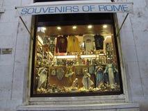Καταστήματα αναμνηστικών στο ιστορικό κέντρο της Ρώμης στοκ φωτογραφίες