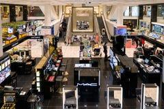 Καταστήματα εμπορικών σημάτων πολυτέλειας στο Μιλάνο, Ιταλία Στοκ φωτογραφία με δικαίωμα ελεύθερης χρήσης