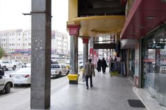 Καταστήματα και αγοραστές στα παλαιά καταστήματα και αγοραστές σε παλαιό Batha Ριάντ, Σαουδική Αραβία, 01 12 2016 Στοκ φωτογραφία με δικαίωμα ελεύθερης χρήσης