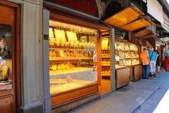 Καταστήματα κοσμήματος στο Ponte Vecchio Φλωρεντία Ιταλία Στοκ Εικόνα
