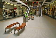 Καταστήματα, πάγκοι, κυλιόμενες σκάλες Στοκ Φωτογραφία